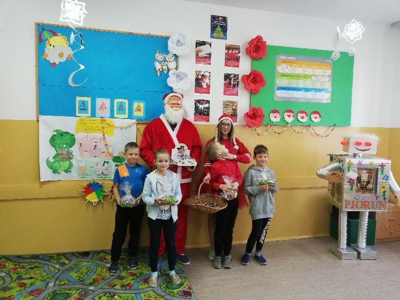 Święty Mikołaj przybywa do Piorunki